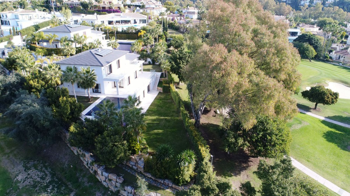 Magnificent villa with a privileged location in Los Naranjos Golf, Nueva Andalucia