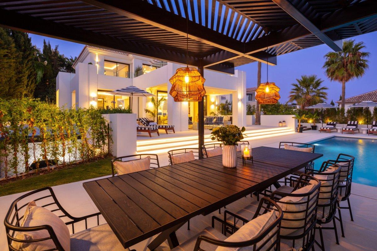 Современная трехуровневая вилла в эксклюзивном жилом районе Лос-Наранхос, Нуэва Андалусия