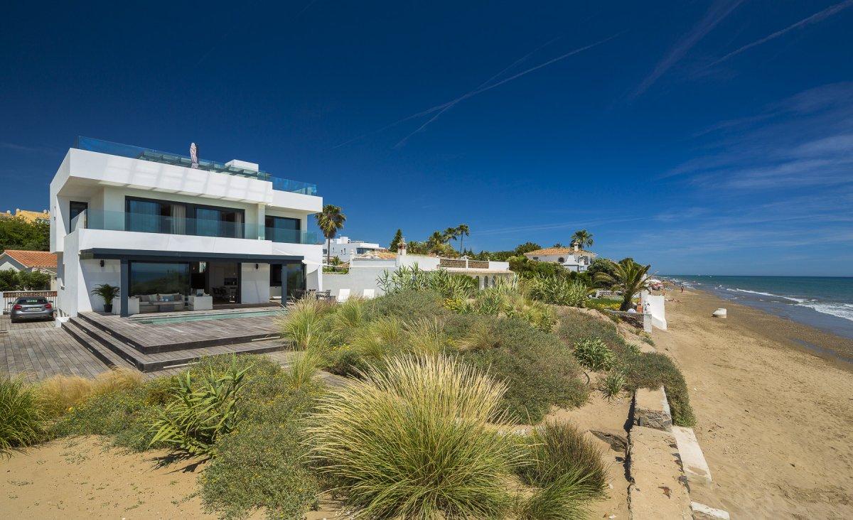 Spectacular frontline villa on CostaBella beach, Marbella
