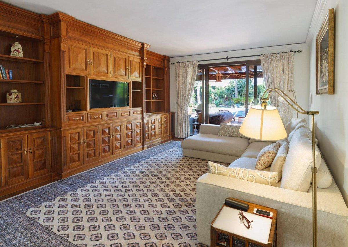 Villa with big plot in Las Brisas, Nueva Andalucia