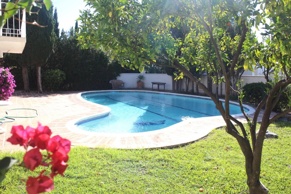 Prime location villa to reform. Nueva Andalucia, Marbella