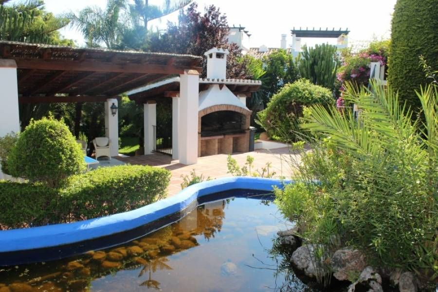 Fantastic 4 bed apartment in totally private gated urbanization in Nueva Andalucia!