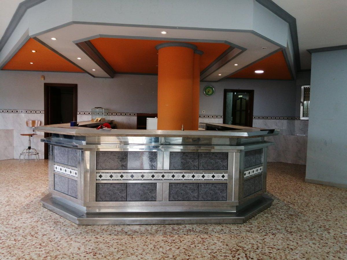Local ideal para montar tu negocio o para convertir en vivienda en el barrio del naranjo - imagenInmueble0