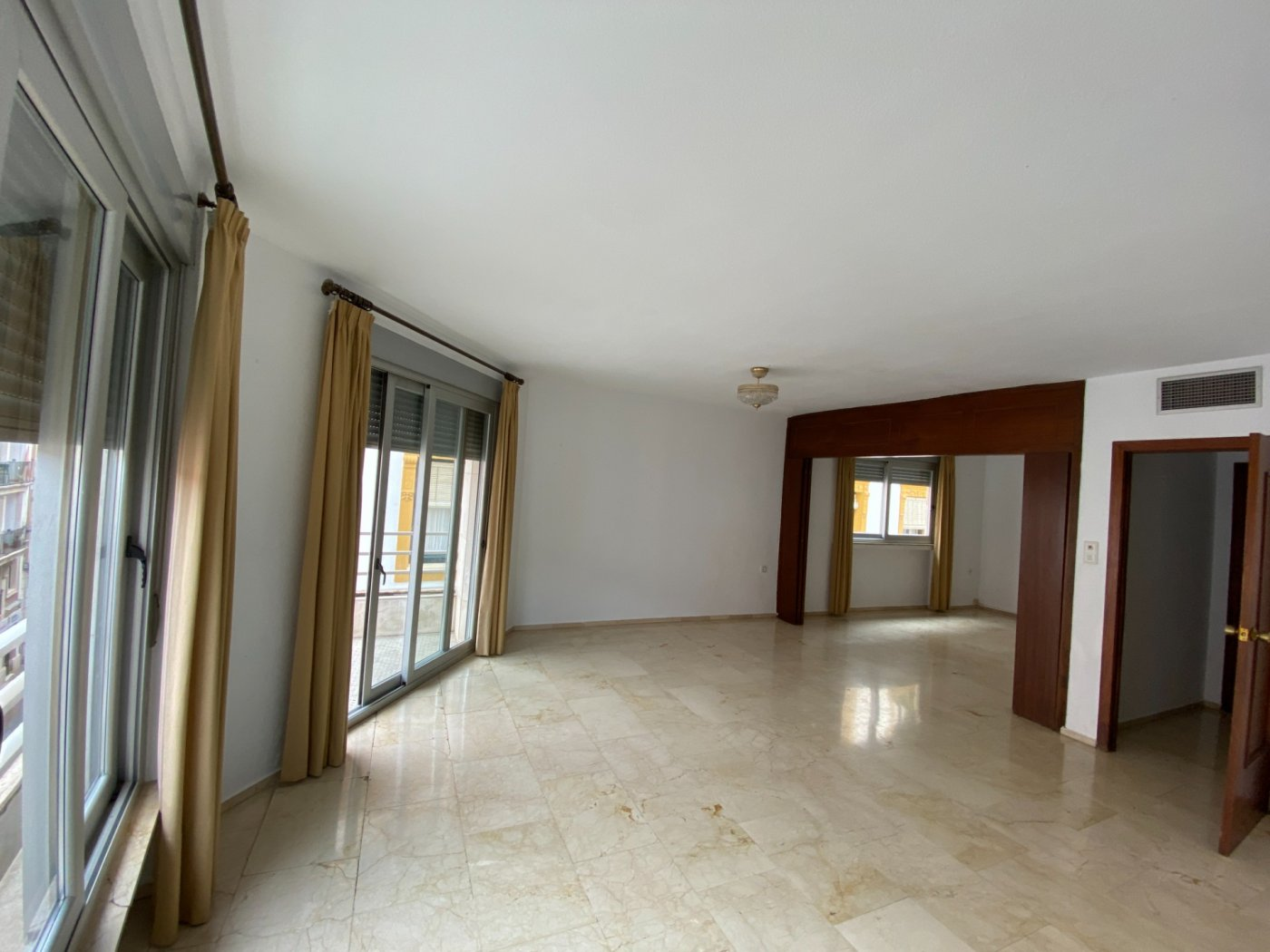 Gran piso en pleno centro exterior junto a la plaza de las tendillas - imagenInmueble0