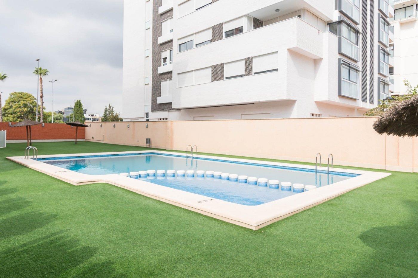 Piso con piscina en avenida juan carlos i - imagenInmueble1