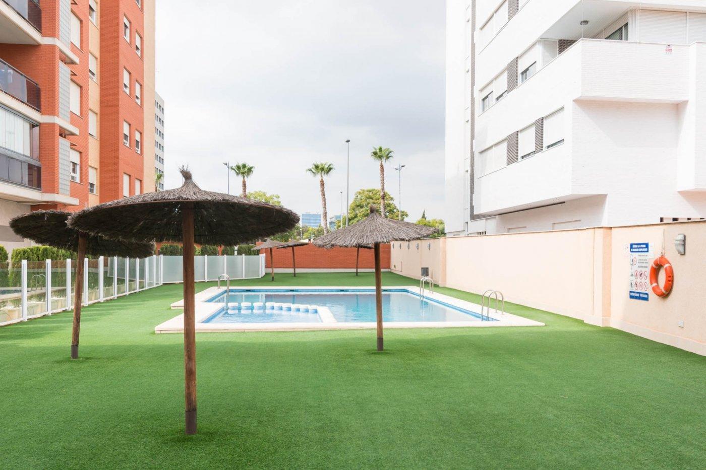 Piso con piscina en avenida juan carlos i - imagenInmueble2