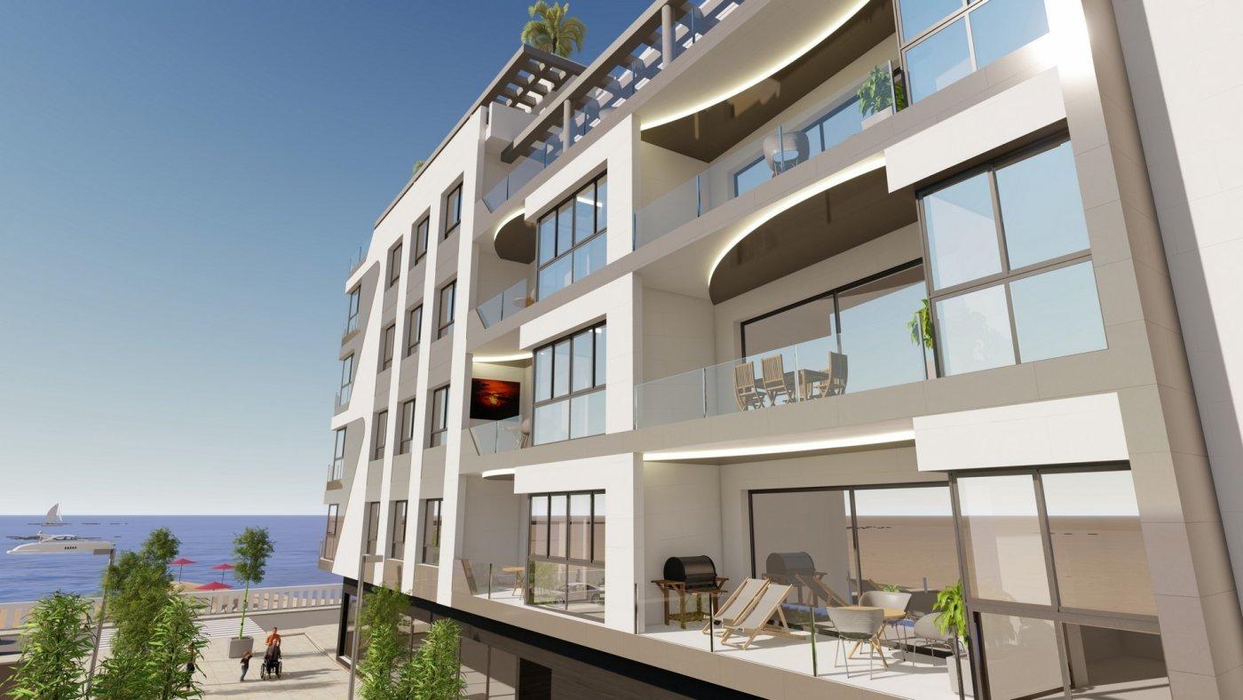 16 viviendas en primera línea de playa en Torrevieja