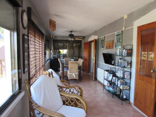 Enorme casa de campo con 3 habitaciones dobles en zona tranquila de Dolores.