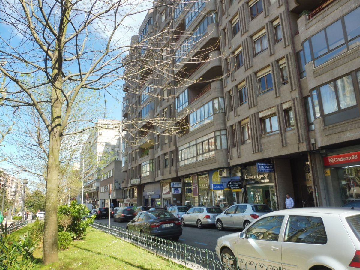 Oficina en Santander  de 44 m2 por 300€/mes.