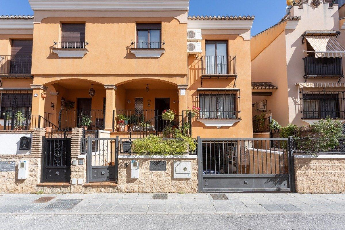 Townhouse for sale in Zubia  La, La Zubia