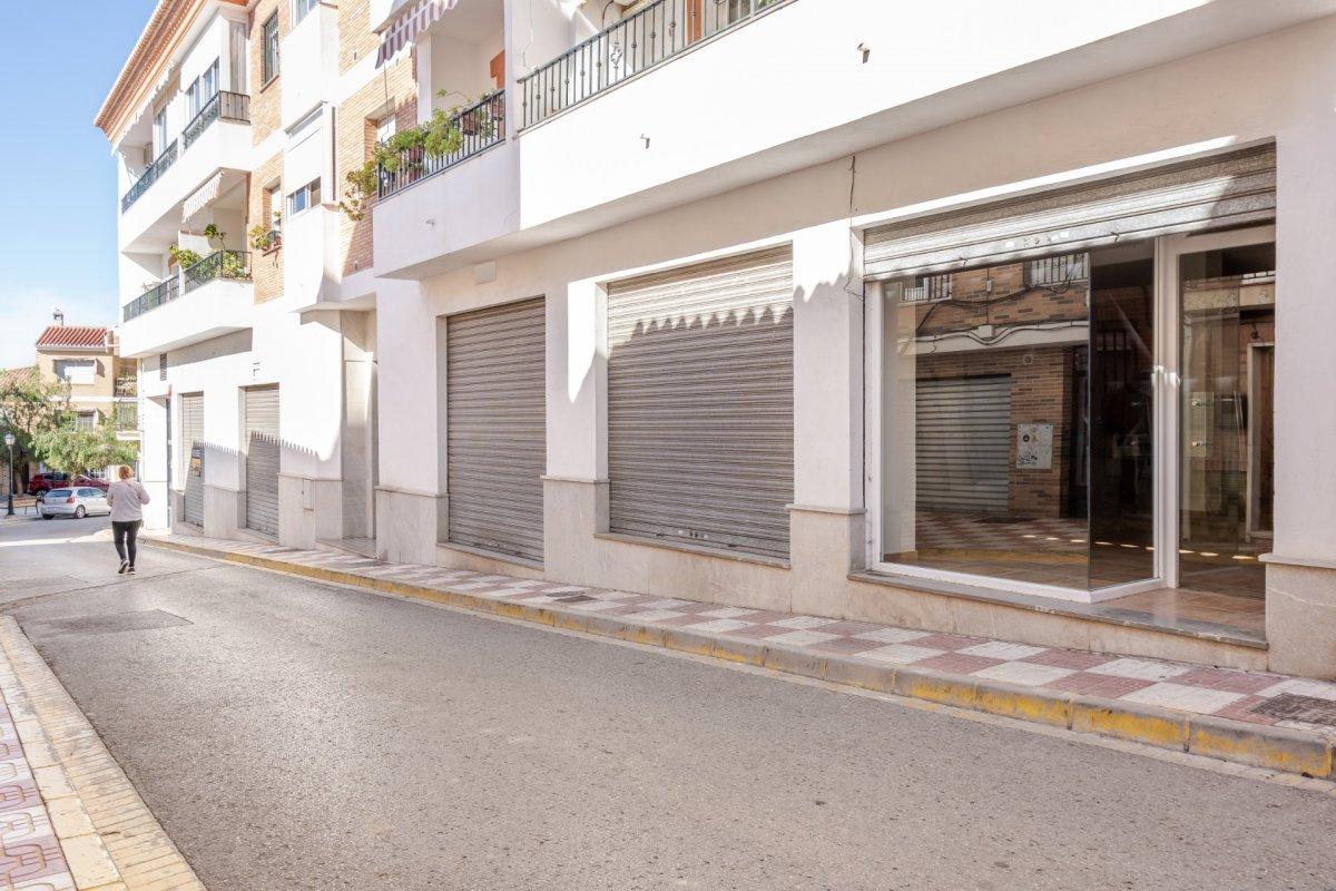 Local comercial en c/ parras (alfacar) totalmente instalado