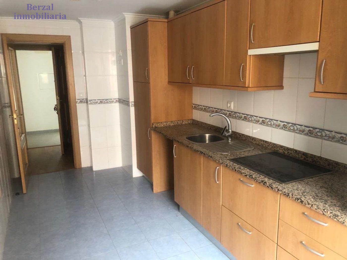 Apartamento, Zona colegio, Venta - La Rioja (La Rioja)