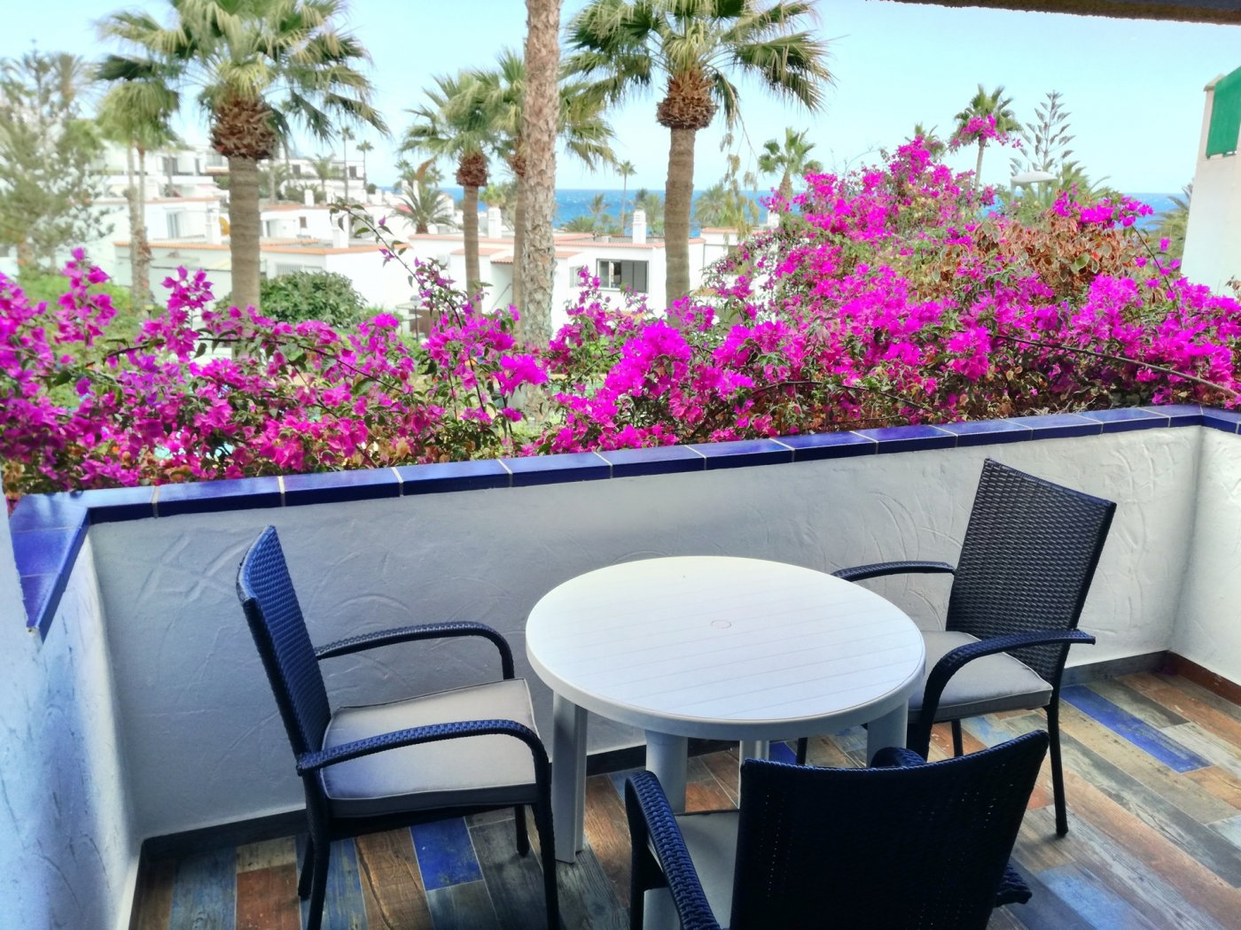 Fantástico apartamento-estudio con vistas al mar, en playa del águila