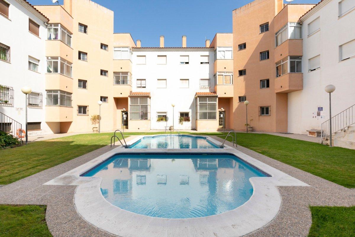 Magnífico piso con piscina en Bola de Oro, Granada