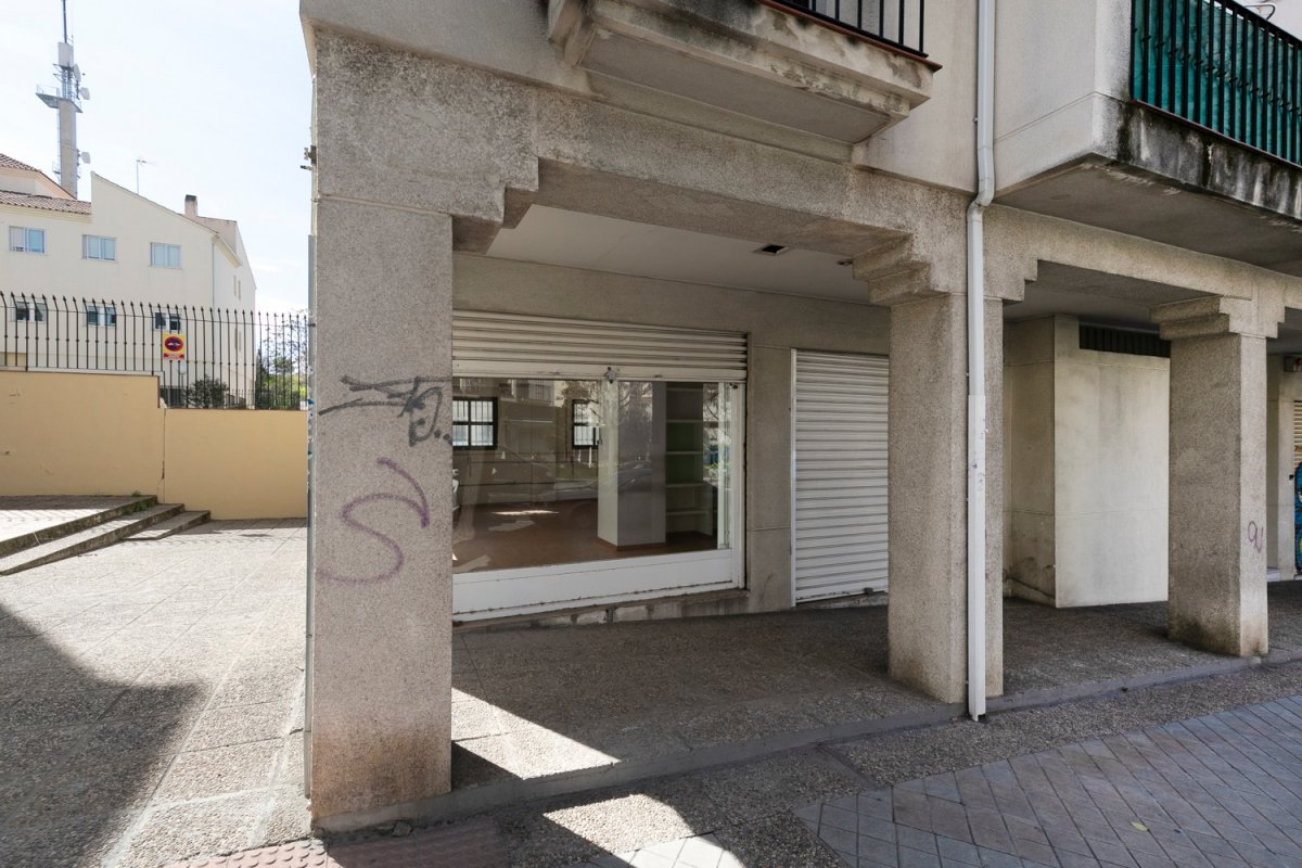 Se vende maravilloso local de 104 m2 adaptable a vivienda en bola de oro.
