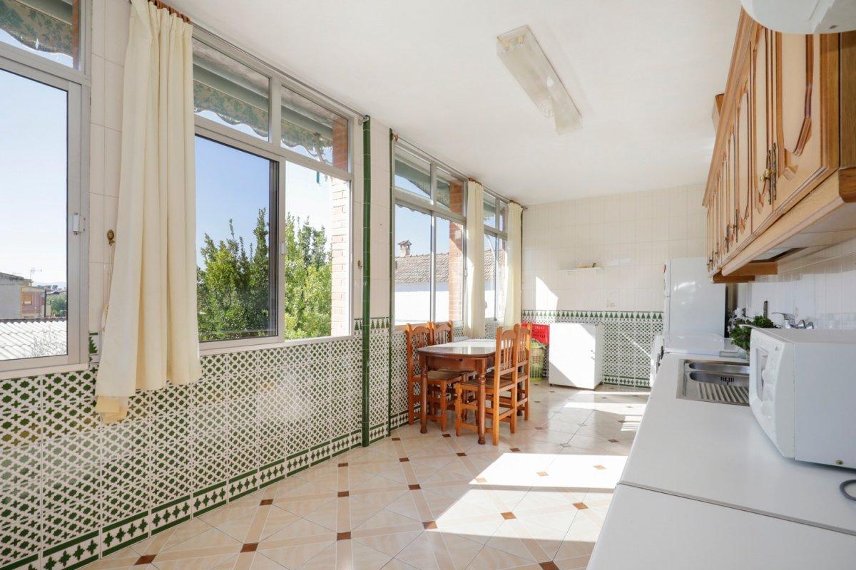 Casa con dos viviendas independientes en un solar de 612 M2 a PRECIO INCREIBLE, Granada
