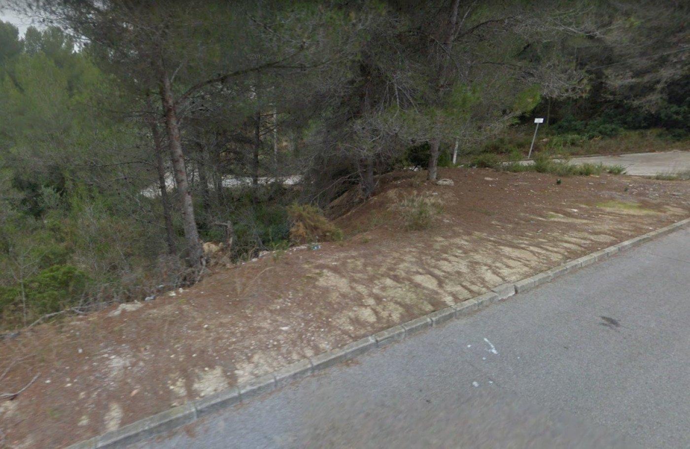 Parcela esquinera de 876 m2 en can suria olivella - imagenInmueble0