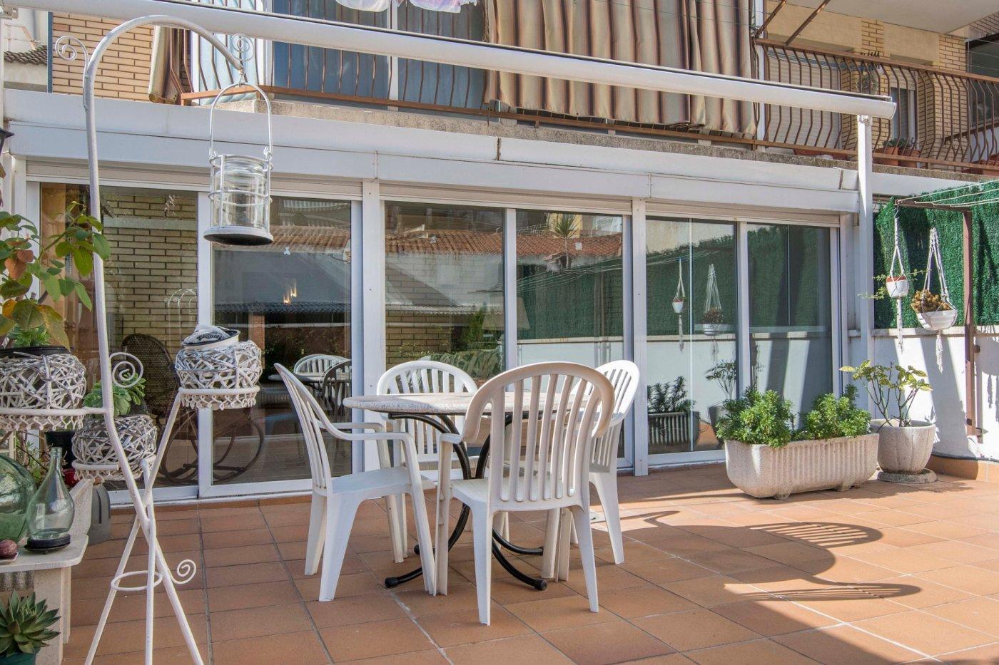 Vivienda con terraza y estudio acristalado
