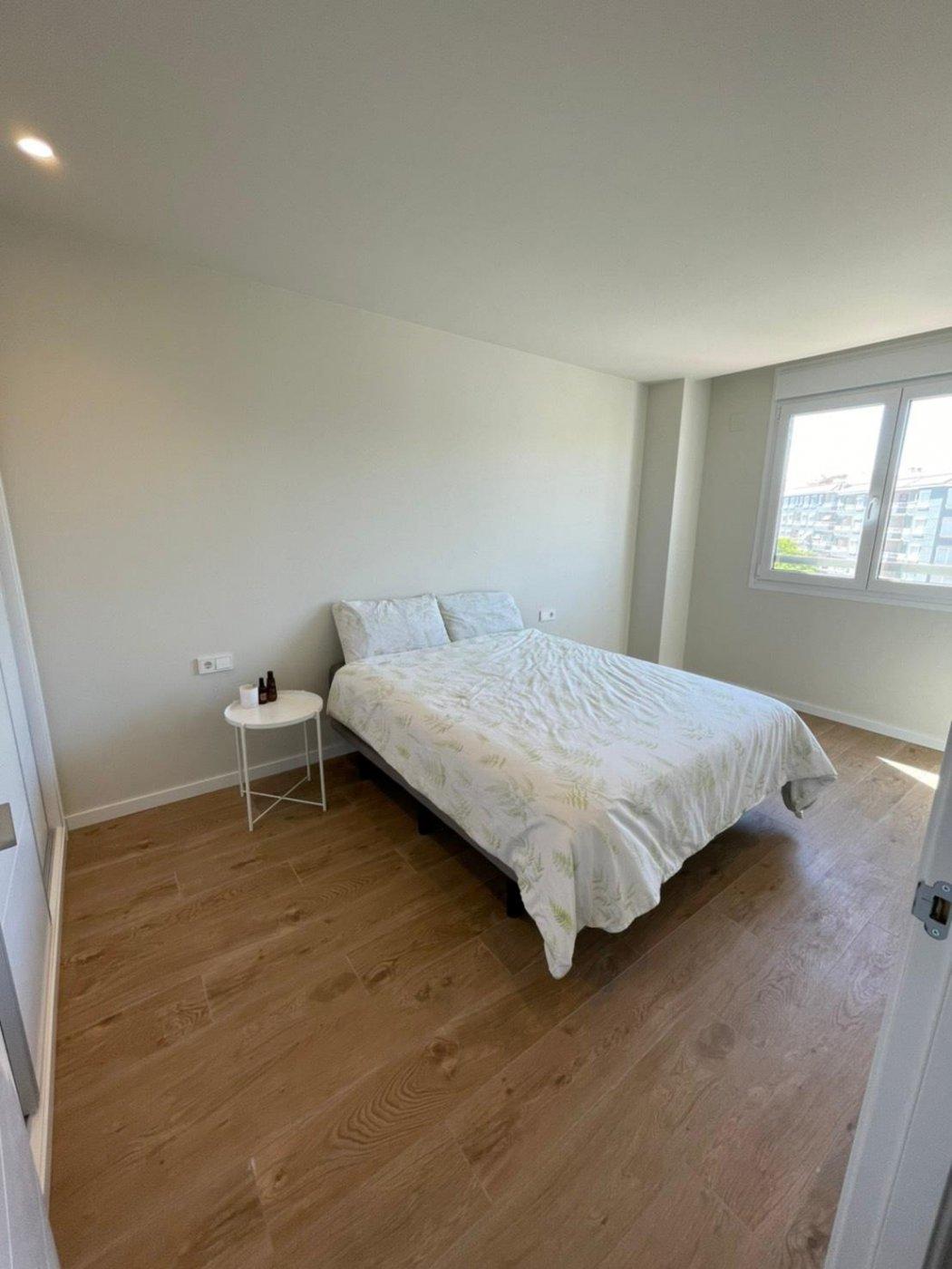 Aquiler pisos 3 dormitorios en Campello. Vistas al mar