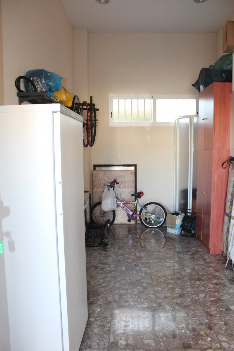 Chalet en Elche zona Ciudad Jardin, 400 m2. de superficie, 960 m2. superficie parcela