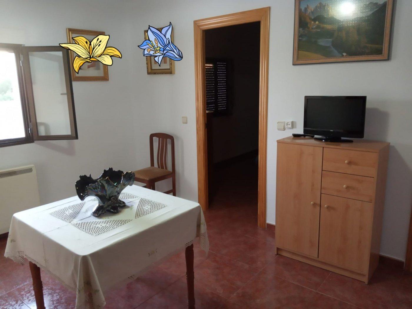 casa-con-terreno en villalgordo-del-jucar · villalgordo-del-jucar 105000€