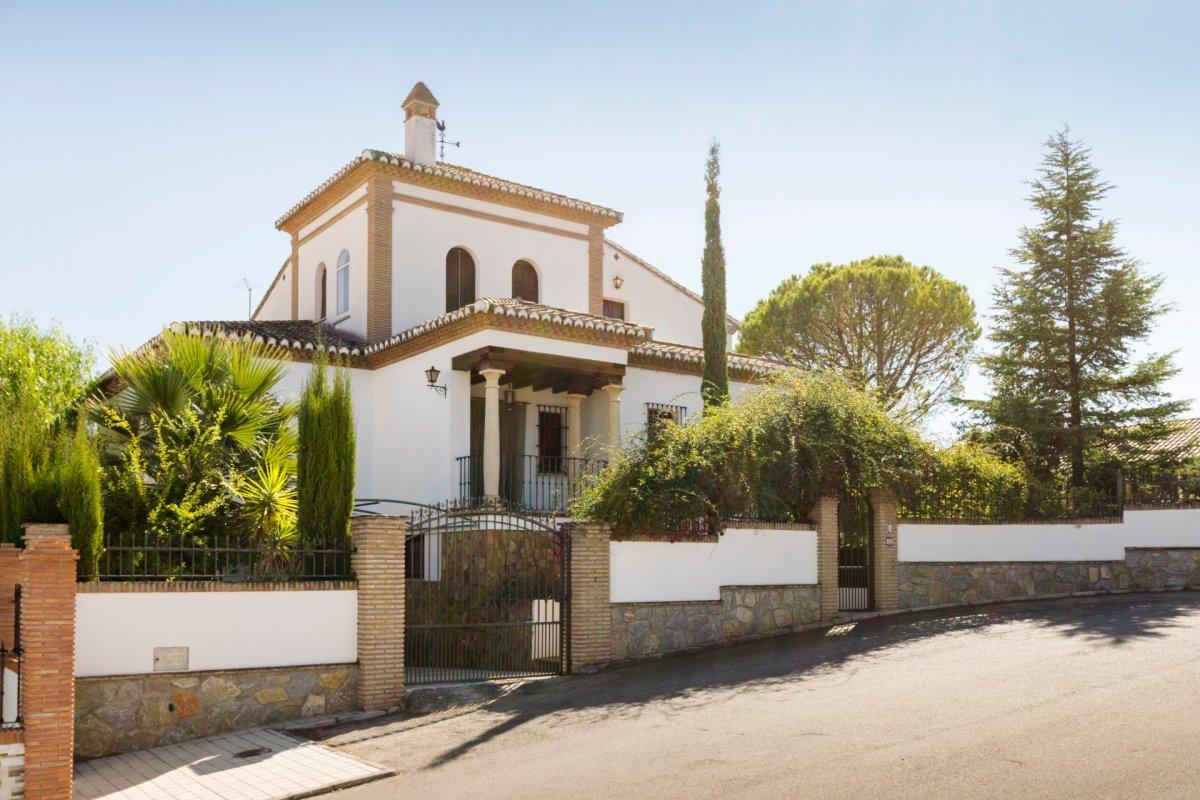 Chalet familiar en Urbanización Santa Marta, zona residencial de Gojar, Granada