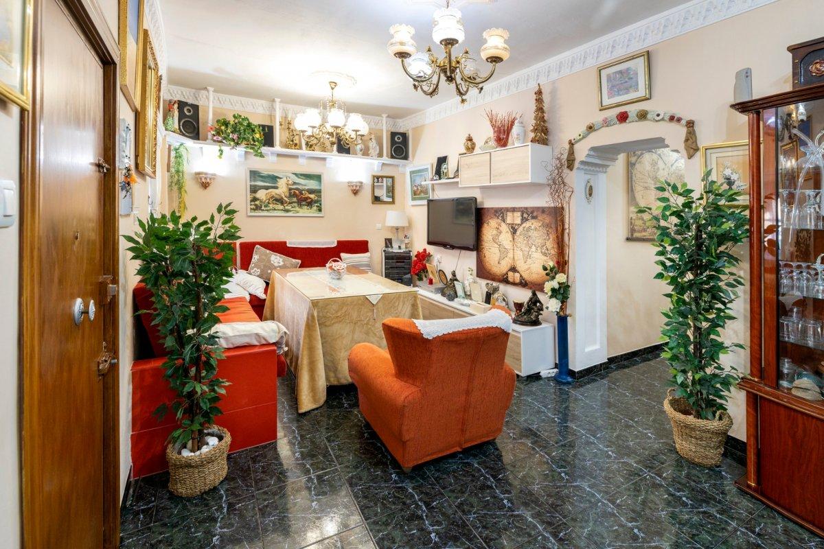 Casa con infinidad de posibilidades en calle guadalajara centro de armilla