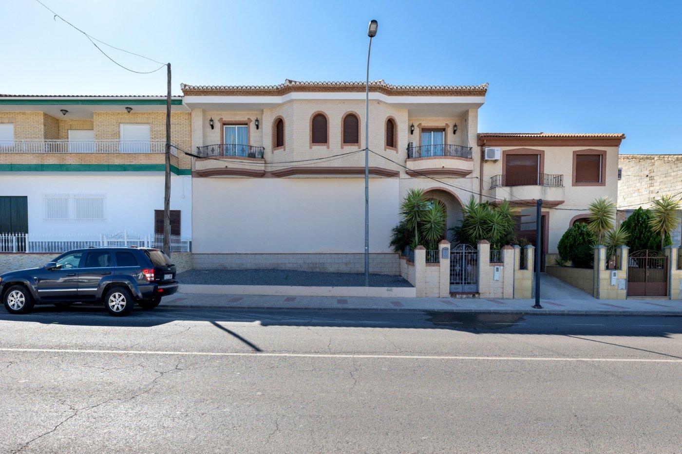 Casa mas local comercial en una de las mejores calles de moraleda de zafayona