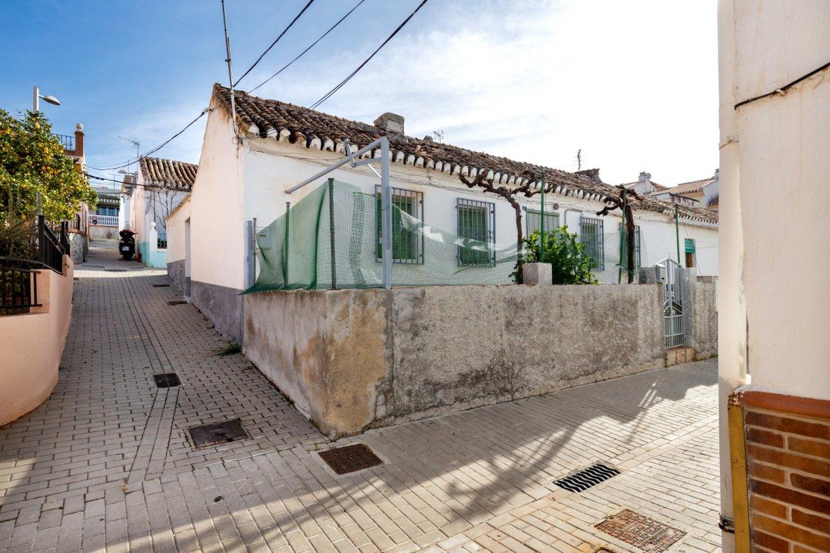 Original Casa de Pueblo junto al parque de los pinos en Huetor Vega, Granada