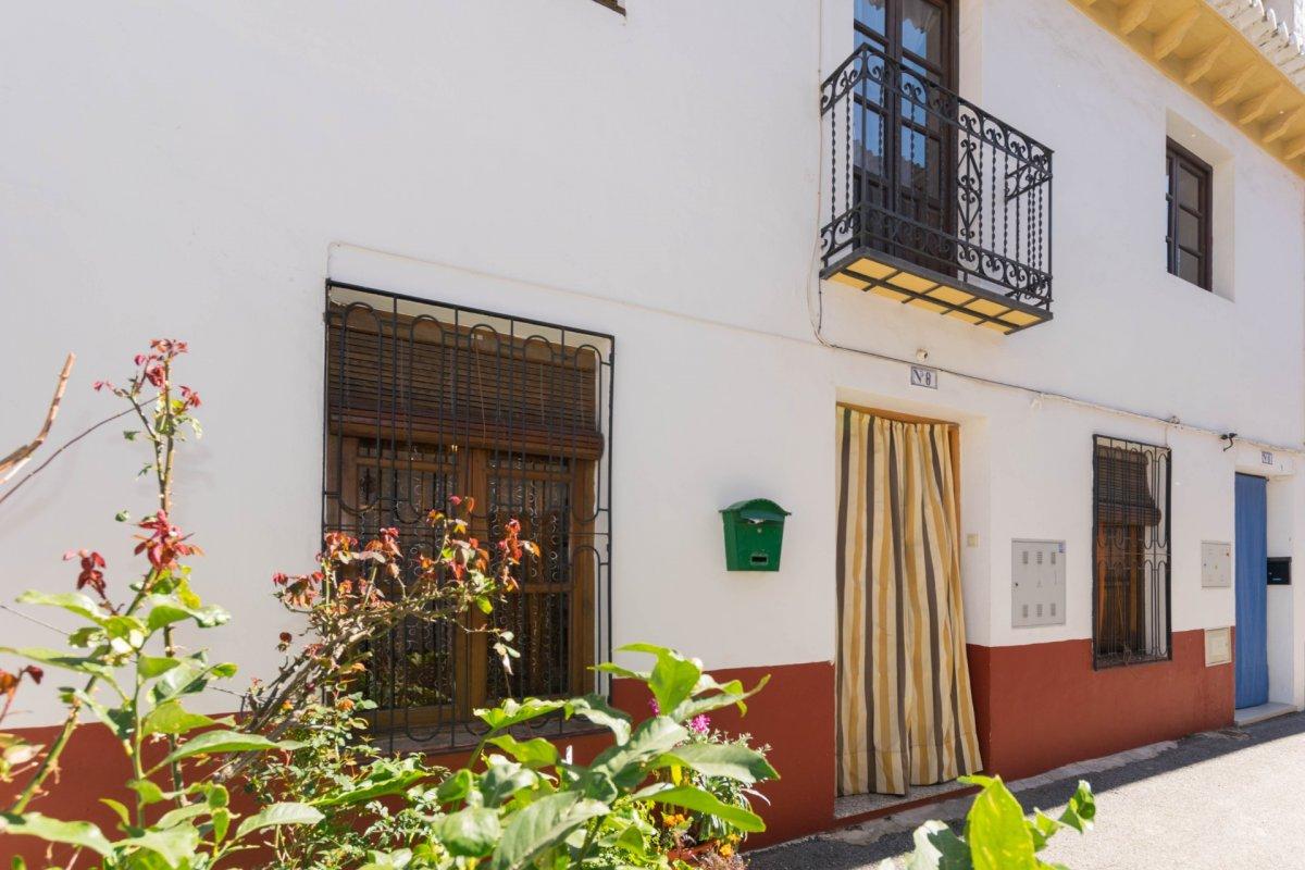 Amplia casa en venta en c/ rosales , durcal , granada