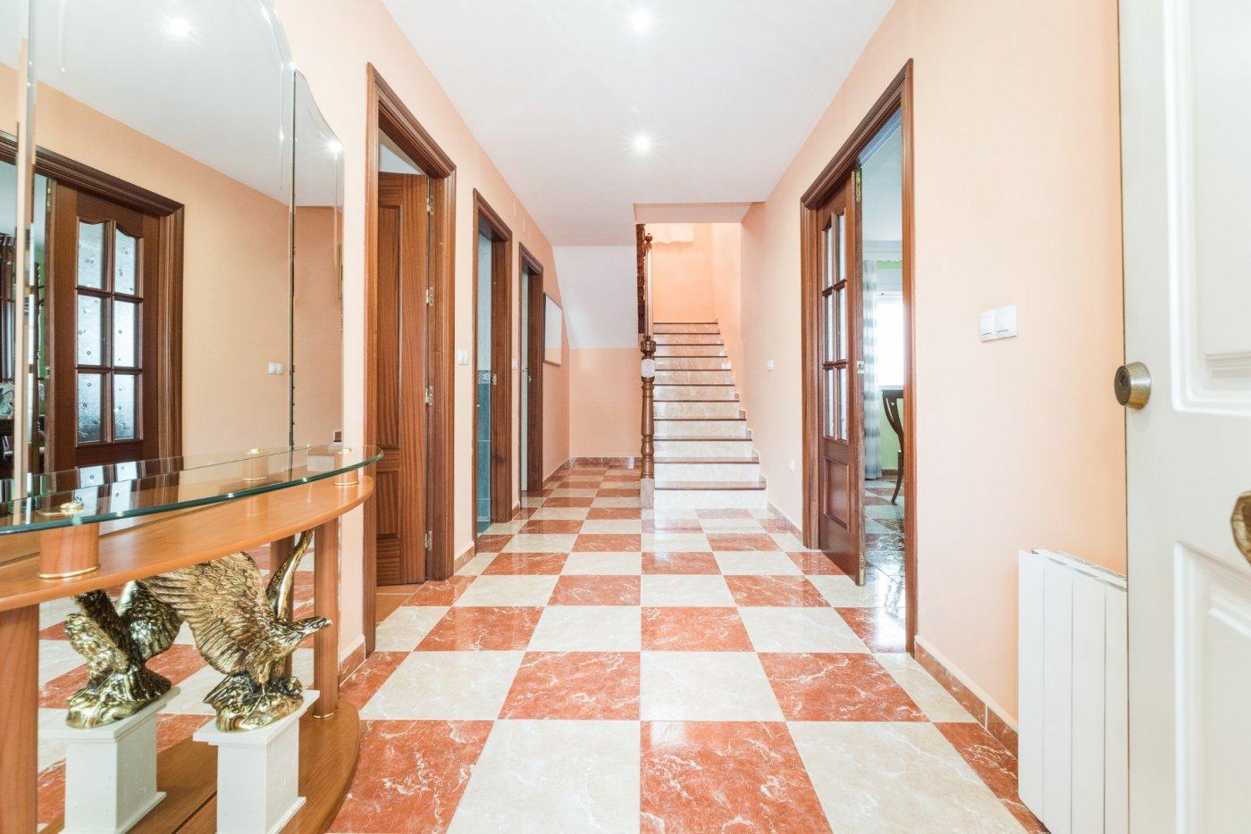 Preciosa casa adosada ubicada en zona tranquila de belicena.