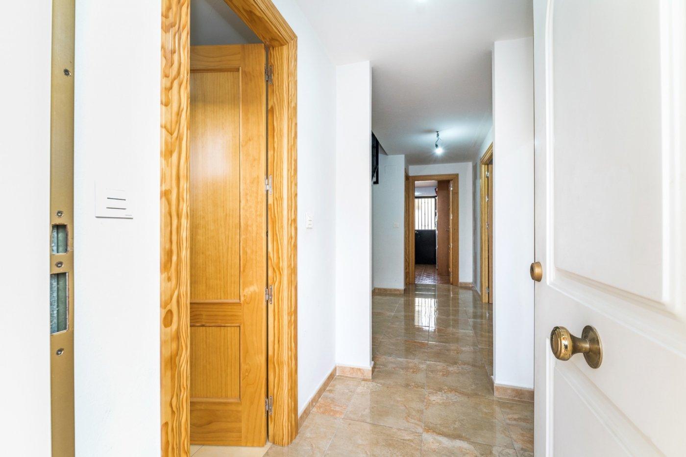 Preciosa casa adosada con excelente ubicación y orientación