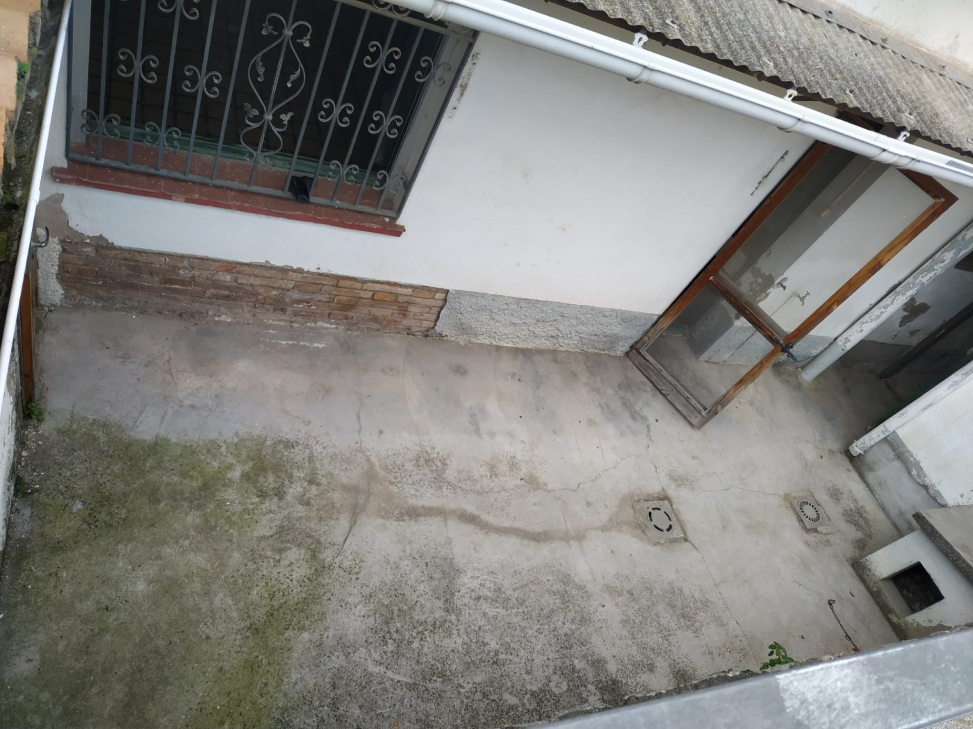 A santa Maria d´olo, zona entrada. Pis d´origen per reformar  totalment de planta baixa amb pa