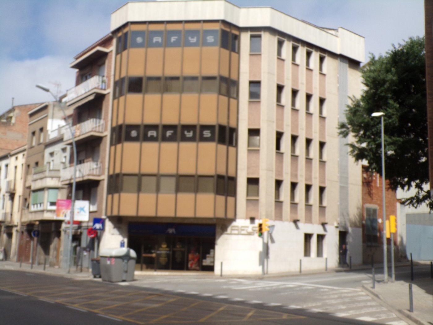 En Manresa , zona estación de Autobuses , bar i restaurante de alquiler con traspaso.