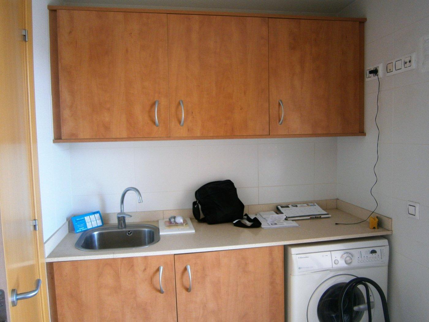 En Navàs. Piso seminuevo 2 habitaciones con parking y trastero.