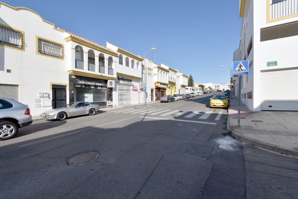 LOCAL EN ALQUILER EN LOS PINOS - HUERCAL.