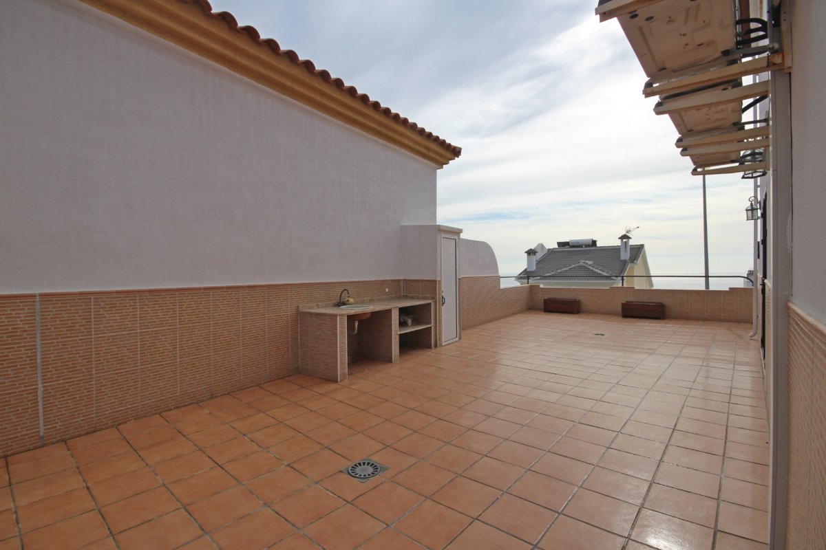 Adosado con gran terraza y amplio sotano - imagenInmueble0