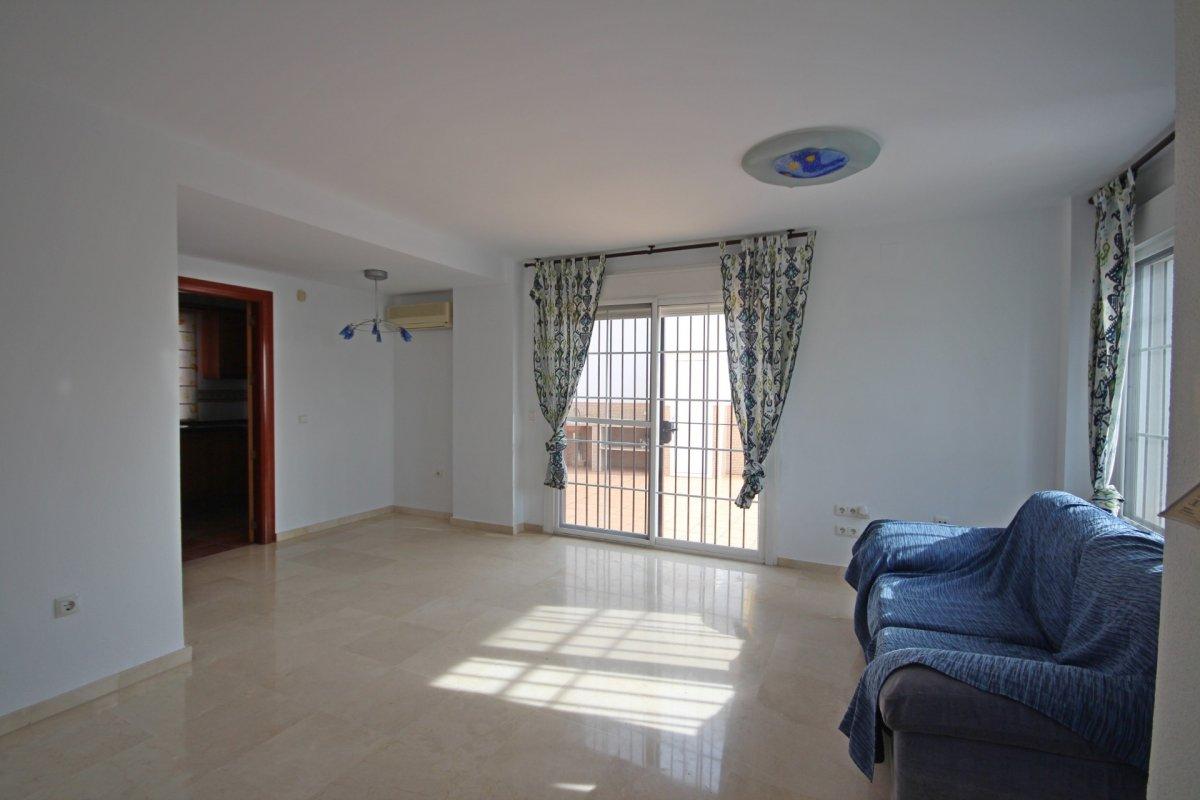 Adosado con gran terraza y amplio sotano - imagenInmueble9