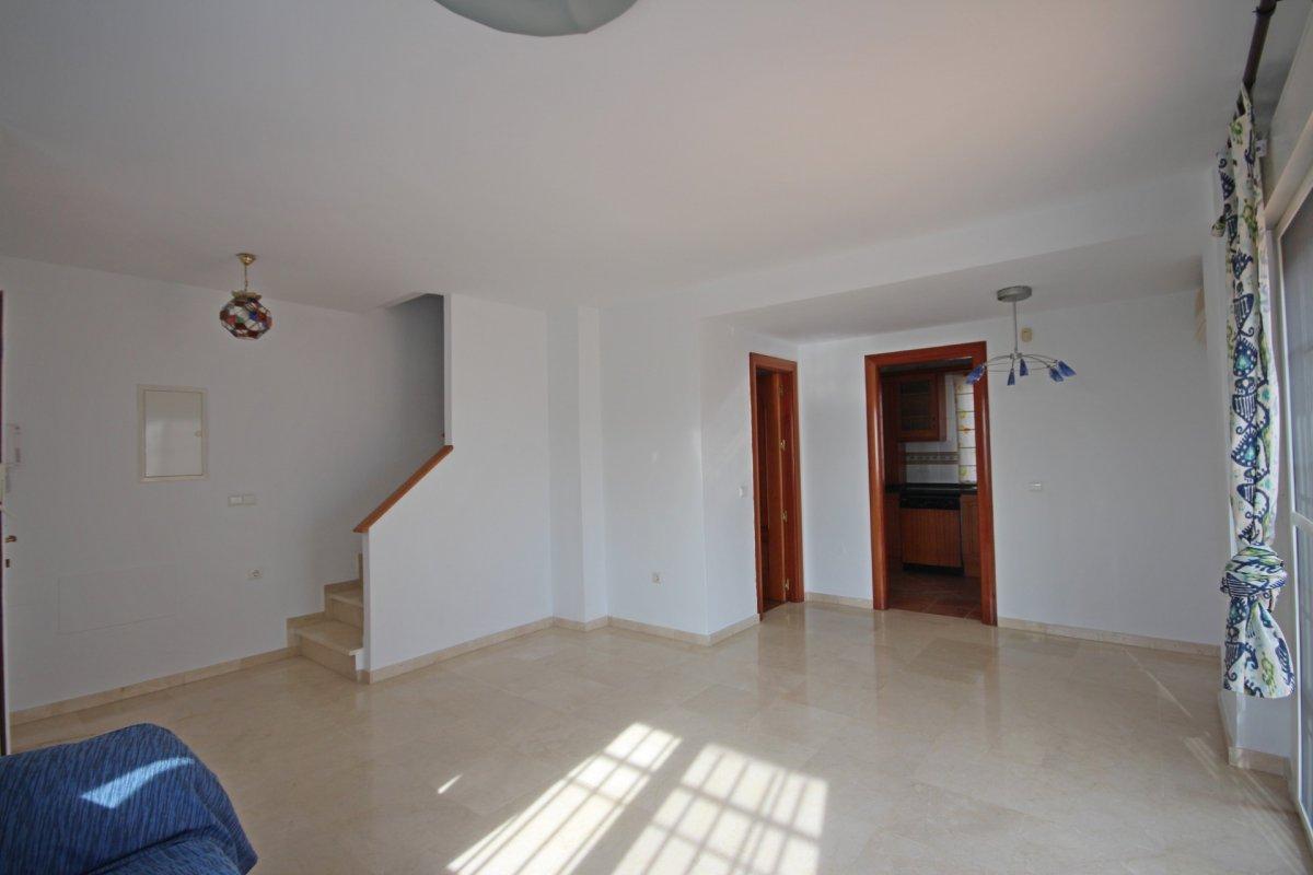 Adosado con gran terraza y amplio sotano - imagenInmueble10