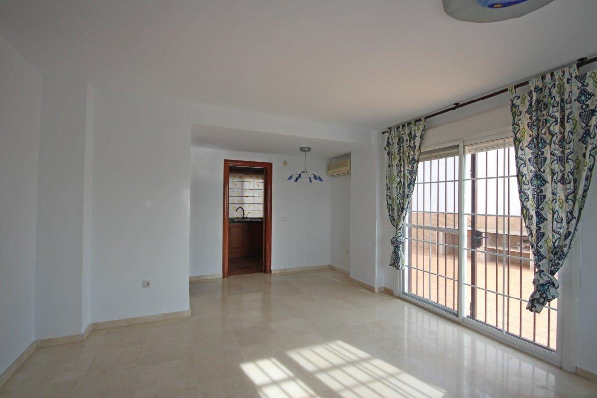 Adosado con gran terraza y amplio sotano - imagenInmueble12