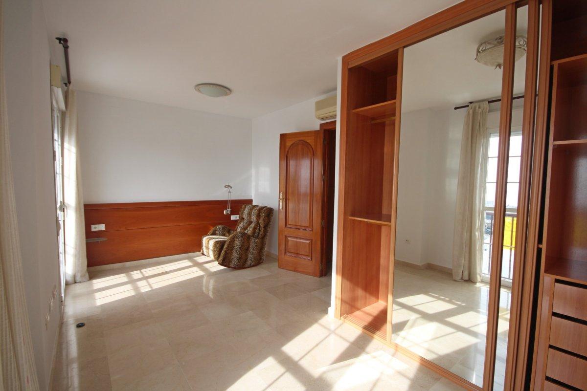 Adosado con gran terraza y amplio sotano - imagenInmueble15