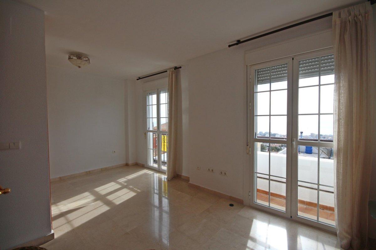 Adosado con gran terraza y amplio sotano - imagenInmueble16