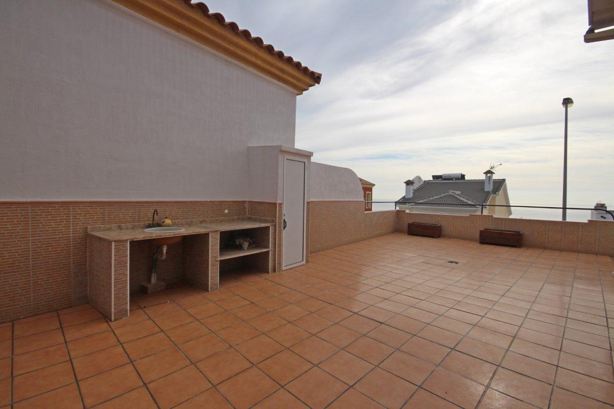 Adosado con gran terraza y amplio sotano - imagenInmueble1