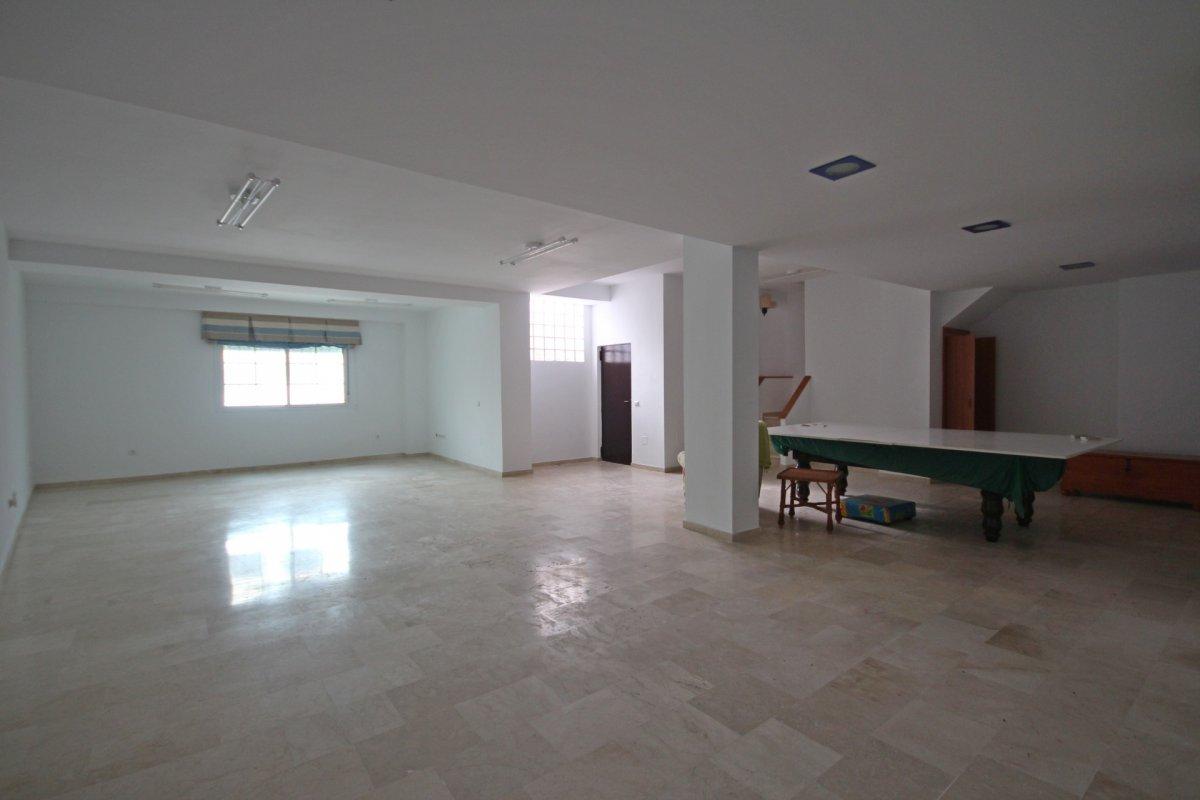 Adosado con gran terraza y amplio sotano - imagenInmueble23