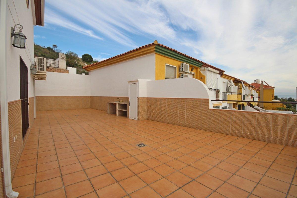 Adosado con gran terraza y amplio sotano - imagenInmueble4