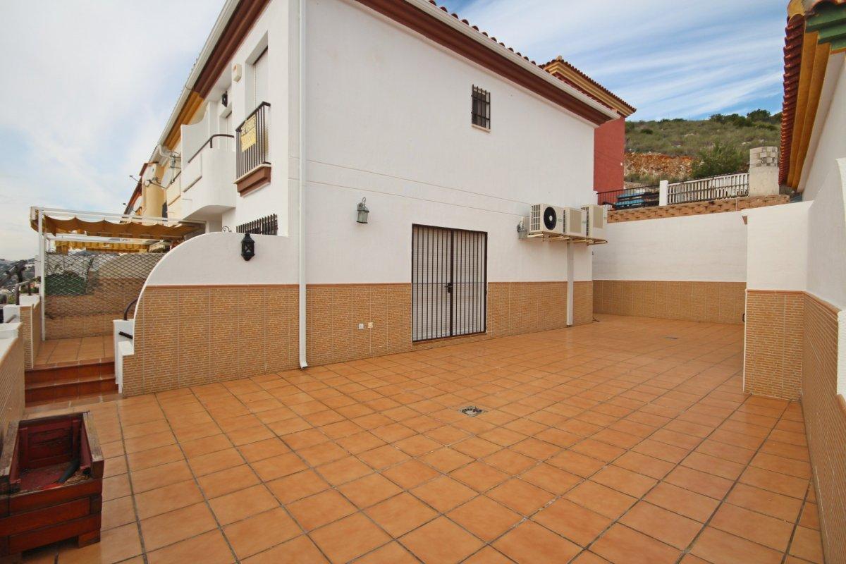 Adosado con gran terraza y amplio sotano - imagenInmueble5