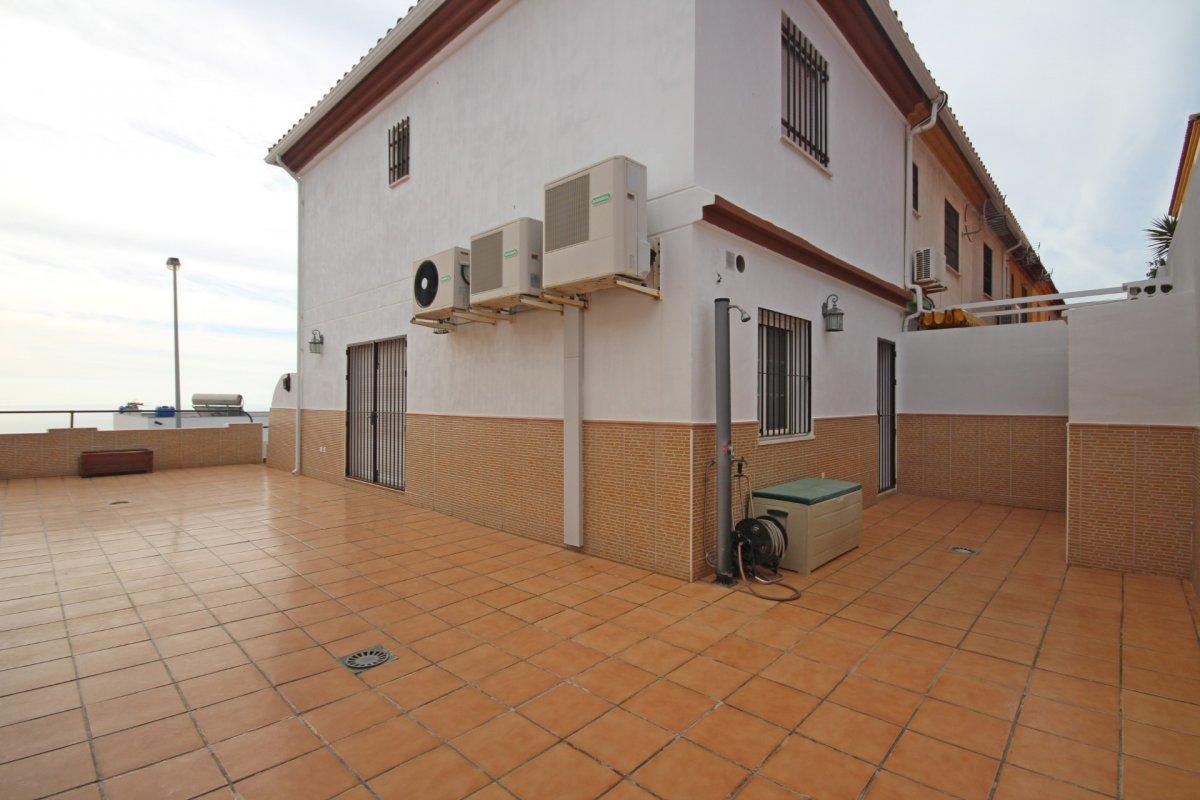 Adosado con gran terraza y amplio sotano - imagenInmueble6
