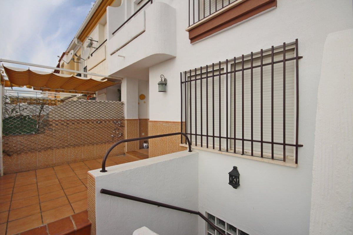 Adosado con gran terraza y amplio sotano - imagenInmueble8