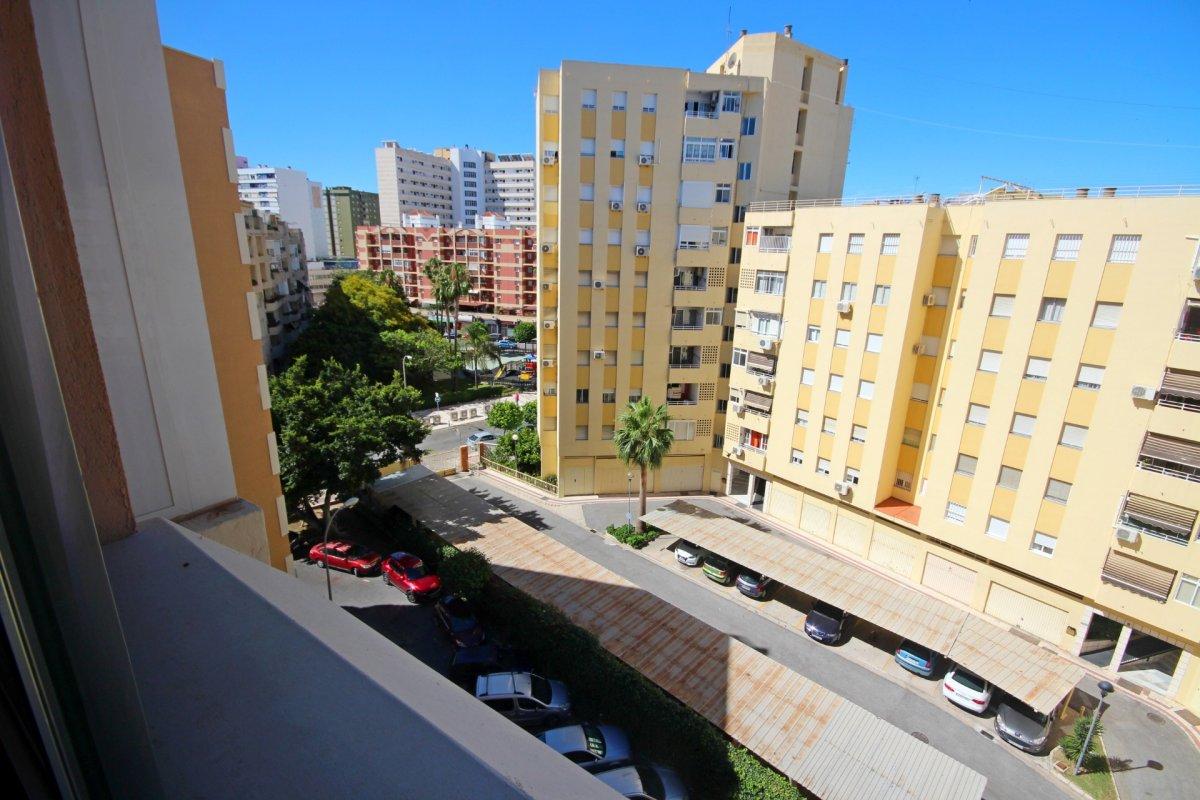 Amplio piso de 1 dormitorio con piscina y parking en torremolinos - imagenInmueble0