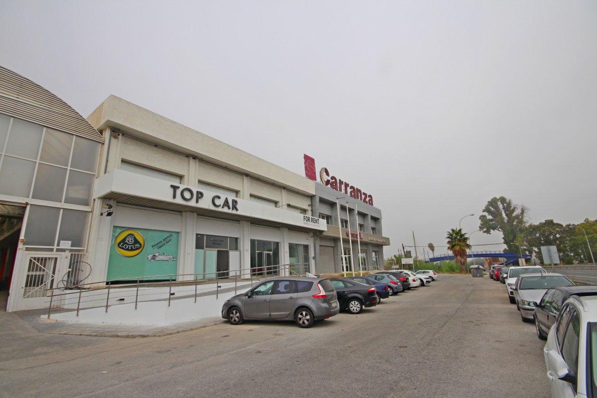 Local comercial  equipado como exposición de coches listo para entrar, junto a safa - imagenInmueble0
